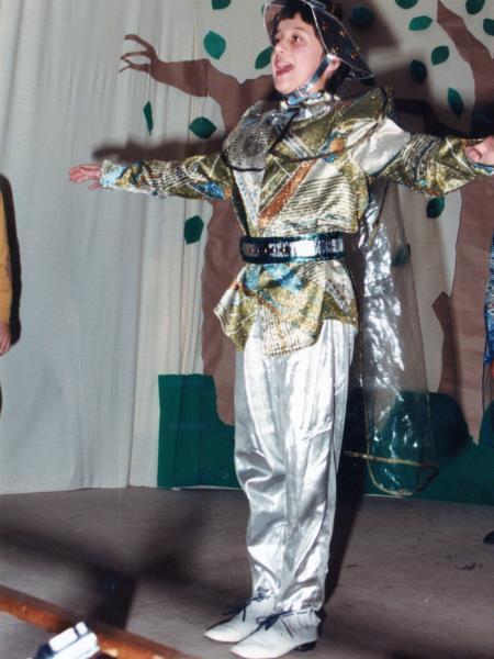 Vestito da alieno recita: della V elementare 1984